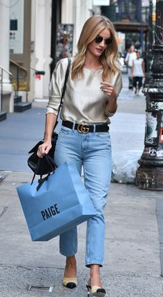 Rosie Huntington-Whiteley Style 17 Celebrities with Killer Street Style Fall outfit idea Silky top, mom jeans, and Chanel flats Seoul Fashion, Fashion Mode, New York Fashion, Look Fashion, Autumn Fashion, Fashion Outfits, Fashion Trends, Fashion Tag, Fashion Black