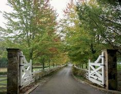 Who would not want such a nice gate entrance at the entrance of their lovely estate, right? Jennings & Gates: Notes from a Virginia Country House: Virginia Country from A to Z: F is for Fences Driveway Landscaping, Driveway Gate, Fence Gate, Hillside Landscaping, Landscaping Ideas, The Farm, Front Gates, Entry Gates, Farm Entrance Gates