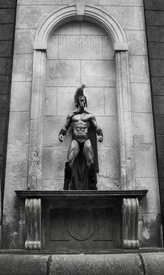 drugaciji osvrt na najpoznatiju bitku starog veka http://punjenipaprikas.com/leonida-i-300-spartanaca-–-herojski-č-ili-dobrovoljno-žrtvovanje
