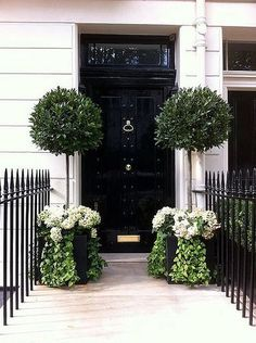 Training Your Flowering Shrubs to be Trees (and Major Garden Inspiration) Eingang The post Training Your Flowering Shrubs to be Trees (and Major Garden Inspiration) appeared first on Vorgarten ideen. Front Door Plants, Front Door Decor, Planters By Front Door, Bay Tree Front Door, Front Entry, House Entrance, Entrance Doors, Door Entryway, Grand Entrance