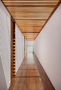 AN House by Studio GT http://www.dezeen.com/2015/02/23/an-house-brazil-studio-guilherme-torres-courtyard-red-wood-corridor/