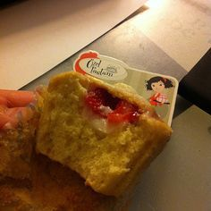 Limon kremali cilekli cupcake