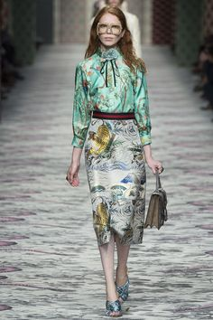 Gucci Spring 2016 Ready-to-Wear Fashion Show Nyc Fashion, Couture Fashion, Editorial Fashion, Fashion Show, Gucci Spring, Monochrome Fashion, Summer Fashion Outfits, Mixing Prints, Fashion Plates