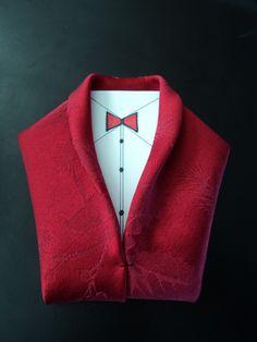 Tuxedo Napkin Fold - get inspired at diyweddingsmag.com
