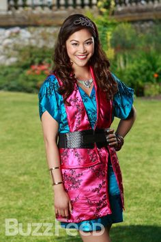 Dianne Doan as Lonnie, daughter of Mulan and Li Shang, in Disney's Descendants Sofia Carson, Descendants 2015, Descendants Characters, Disney Characters, Descendants Pictures, Disney Wiki, Disney Xd, Disney Dolls, Disney Channel Movies