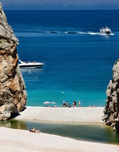 Sa Calobra - Mallorca, Spain Ibiza, Menorca, Cool Places To Visit, Places To Travel, Travel Around The World, Around The Worlds, Balearic Islands, Spain Travel, Beach Trip