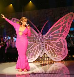 Jenni Rivera, the singer who recently died in a plane crash, will be remembered during a public memorial. Details here.