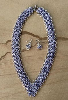 Celtic Strap Necklace with Celtic Vision earrings :-) Jump Ring Jewelry, Wire Jewelry, Jewelry Crafts, Jewelery, Chainmaille, Heart Chain, Body Adornment, Hairstylists, Beads And Wire