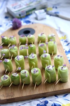 Fresh Cucumber Rolls with Garlic, Herbs and Shallots – Easy Recipe – Car stickers Football Party Foods, Football Food, Easy Lunches For Kids, Easy Meals, Appetizer Recipes, Snack Recipes, Appetizers, Buffets, Cucumber Rolls