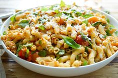 Direkt zum Rezept Der Nudel-Pesto-Salat mit getrockneten Tomaten ist eine perfekte Möglichkeit, auf einer Grillparty für gute Stimmung zu sorgen. Aber auch sonst klappt das immer gut. Denn das lieg…