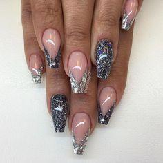 Mörkgrått (egenblandat) glitter och silverflakes från #lillynails