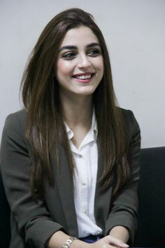She looks perfect Pakistani Girl, Pakistani Bridal Dresses, Pakistani Actress, Pakistani Dramas, Arabian Beauty Women, Indian Beauty, Best Friend Pictures Tumblr, Maya Ali, Actress Pics