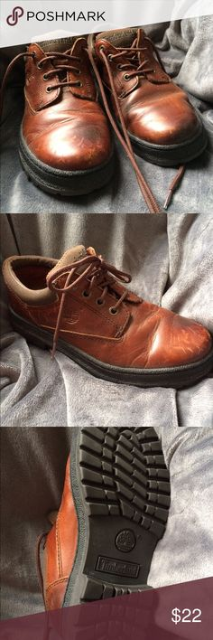 Youth Timberland Brown Oxford Size 2.5M Like new, gently used (few scoffs as shown in photos) boys youth size 2.5 Timberland Oxford shoe. Great tread on bottom. Timberland Shoes Boots