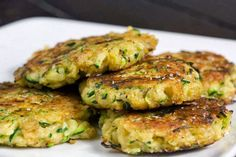 Zucchini mats with thermomix. Here is a recipe for zucchini mats, simple and easy to make with the thermomix at home. Vegetable Recipes, Vegetarian Recipes, Cooking Recipes, Vegan Recipes Thermomix, Vegetarian Dish, Going Vegetarian, Zucchini Patties, Zucchini Fritters, Zucchini Pancakes