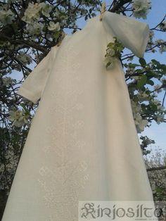 Kastemekko ja punainen kirjonta. www.kirjosilta.fi Ball Gowns, Formal Dresses, Fashion, Ballroom Gowns, Dresses For Formal, Moda, Ball Gown Dresses, Formal Gowns, Fashion Styles