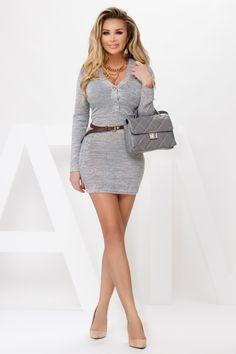 Rochie casual pna gri si curea este o rochie comoda si iti ofera confort avand un material calduros iar decolteul adanc te ajuta sa adopti un look de invidiat iar talia este pusa in valoare cu ajutorul unei curele. Atmosphere Fashion, Peplum Dress, Sexy, Dresses, Cots, Passau, Vestidos, Dress, Gown