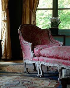 A chaise similar to what Sansa rests in when speaking with Tywin and recovering from her pain (Chapter Seven) French Country Furniture, French Country Decorating, Shabby Chic Furniture, Antique Furniture, Nice Furniture, Classic Furniture, French Chairs, Gothic House, Classic Interior