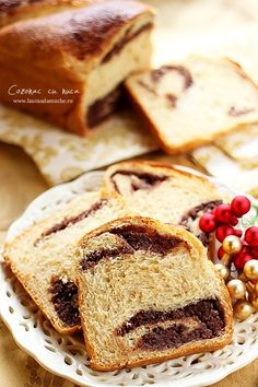 Cozonac pufos cu nuca - felie de cozonac - www.lauraadamache.ro Romanian Food, Sweet Bread, Dessert Bars, Food Design, Baked Goods, Baking Recipes, French Toast, Food And Drink, Sweets