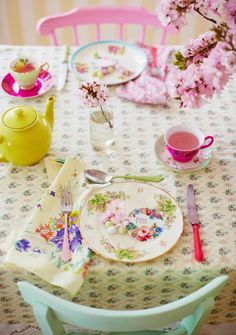 Spring Pastel brights - Photography by Sussie Bell Deco Pastel, Pastel Photography, Easter Table Settings, Pretty Pastel, Cottage Style, Tea Party, Sweet Home, Table Decorations, House Styles
