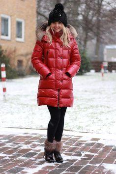 Moncler Parka & Patrizia Pepe Beanie Red  #Coat  #moncler #womanjacket #blackjackets #monclerwoman #womanfashion #longjacket #red #warm #winter #seller #bestseller #instagood #like4like #follow4follow