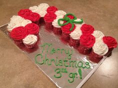 pull apart cake christmas | Candy Cane pull apart cupcake cake | Cakes by....ME!!