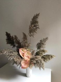 In Love with this simple flower arrangements