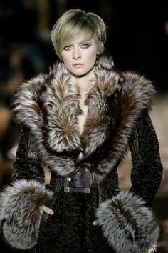 Luxury Fur, Leather Jackets & Coats in Illinois - Fur Accessories Fur Fashion, High Fashion, Winter Fashion, Womens Fashion, Fabulous Furs, Fur Clothing, Glamour, Vintage Fur, Collar And Cuff