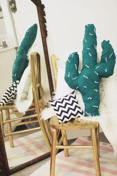 vem aprender a fazer um DIY de Almofada de Cactos super a cara do Pinterest! Uma ótima dica para deixar a decor mais linda na sua casa!