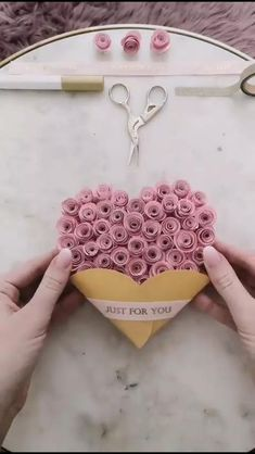 The perfect paper craft for your boyfriend / girlfriend gifts for boyfriend birthday videos DIY PAPER GIFT CARD Cool Paper Crafts, Paper Flowers Craft, Paper Crafts Origami, Diy Paper, Paper Crafting, Paper Art, Wood Crafts, Diy Crafts Hacks, Diy Crafts For Gifts