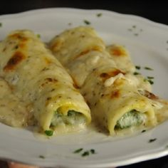 Cannelloni filled with ricotta and spinach - Food - Tortellini Crepes, Homemade Pasta, Tortellini, Savoury Dishes, Pasta Dishes, Italian Recipes, Food And Drink, Healthy Eating, Side Dishes