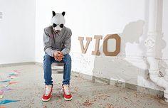 Rapper mit Panda-Maske wird zum Star    http://www.kleinezeitung.at/nachrichten/kultur/2987341/panda-rap-musik-fuer-ein-konjunkturhoch.story