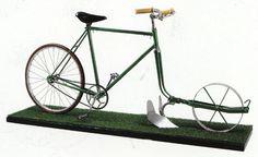 Por su parte, la Bicicleta Arado si supone un acercamiento a lo que podríamos considerar un invento práctico. Es posible que el sólo peso de una persona, sin ejercer ningún tipo de fuerza no sea suficiente como para arar la tierra o que la rueda trasera de esta bicicleta arado patine al intentar avanzar a la vez que aramos.