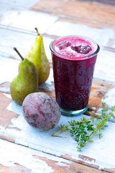 Perfect for Athletes - Beetroot Pear Thyme Juice // Rosalie Ruardy