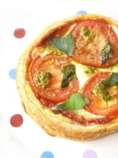 Puff Pizza Pie with Pesto - Tinned Tomatoes