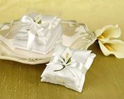 Victorian Wedding Day Calla Lily Satin Pillow Sachets in Calla Lily Print Gift Box: Also, on the day of the wedding it was considered bad luck for the bride and groom to see each other prior to the ceremony.  On the wedding day it was considered good fortune for a gray horse to pull the wedding carriage and a good sign for a happy marriage.  A country bride and her wedding party walked to church on a carpet of flowers to assure a happy path through life. Church bells rang back and forth as…