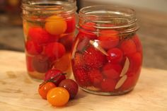 Learn how to pickle tomatoes with this simple pickled tomato recipe. Try this easy and delicious recipe for pickled tomatoes. Pickled Cherry Tomatoes Recipe, Pickled Tomatoes, Pickled Cherries, Cherry Tomato Recipes, Good Food, Yummy Food, Food Swap, Healthy Side Dishes, Canning Recipes