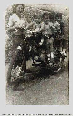 """""""Realizada en  calle Alférez García Valdecasas en Málaga, una tarde de verano del año 1958 en la moto de mi padre con mis hermanos y mi madre. Yo soy la mas pequeña""""."""