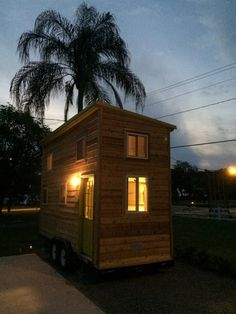 Disney/Legoland Lakeside Tiny house rental with kayaks! Tiny Houses For Rent, Best Tiny House, Modern Tiny House, Tiny House Living, Tiny House Design, Tiny House On Wheels, Tiny House Rentals, Tiny House Movement, Florida Vacation