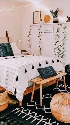 Tumblr Bedroom Decor, Boho Bedroom Decor, Room Ideas Bedroom, Home Bedroom, Boho Teen Bedroom, Boho Decor, Bright Bedroom Ideas, Bedroom Black, Bedroom Inspo