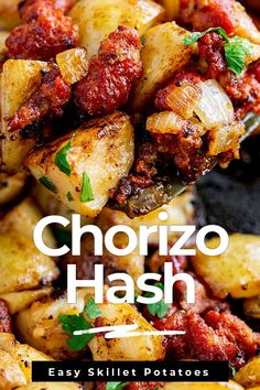 Everyone loves potato recipes and this Chorizo Hash is so easy to make and packed full of flavor. The chorizo and potatoes are cooked in a skillet with onions and garlic, making them the perfect break Chorizo And Eggs, Chorizo And Potato, Recipes With Chorizo Sausage, Spanish Chorizo Recipes, Cooking Chorizo, Chorizo Pasta, Vegetarian Recipes Dinner, Mexican Food Recipes, Tasty Dinner Recipes