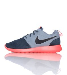 NIKE Men's low top sneaker Flexible thin material Lace closure Signature NIKE swoosh on side of shoe Cushioned sole for ultimate comfort
