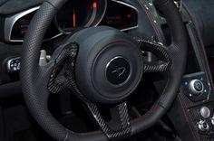 Carbon fiber in #McLaren650S trim in the steering wheel 🙌😎