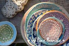 Besuchen Sie den Beitrag für mehr Info. Clay Tiles, Cement Tiles, Pottery Sculpture, Ceramic Pottery, Bunt, Vintage Art, Serving Bowls, Art Nouveau, Repurposed