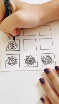 flower doodles easy to draw \ flower doodles easy - flower doodles easy step by step - flower doodles easy zentangle patterns - flower doodles easy to draw - flower doodles easy rose Mandala Doodle, Mandala Art Lesson, Mandala Artwork, Mandala Painting, Mandala Drawing, Drawing Flowers, Doodle Art Drawing, Pencil Art Drawings, Cool Art Drawings