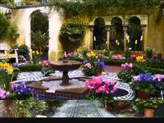 49 Wonderful Italian Garden Design Decorating Ideas - Page 3 of 49 Italian Courtyard, Italian Garden, Spanish Courtyard, Courtyard Ideas, Courtyard Gardens, Most Beautiful Gardens, Garden Fountains, Fountain Garden, Garden Ponds