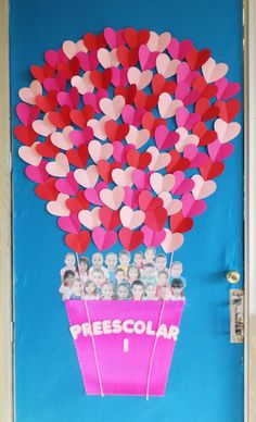 "Valentine's day classroom doors: ""Preescolar"" Air balloon, heart shaped balloons, students photos in air balloon day decorations for classroom door 31 Adorable Valentine's Day Doors for Your Classroom Class Decoration, School Decorations, Valentine Decorations, Preschool Door, Preschool Crafts, Crafts For Kids, San Valentin Ideas, Summer Bulletin Boards, School Doors"