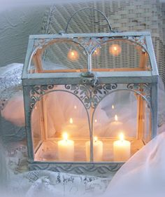 Prairie White Romantic Candle Scene for the summer evening parties with friends Candels, Candle Lanterns, Chandeliers, French Rococo, Romantic Candles, Candle In The Wind, Romantic Homes, Jolie Photo, Beautiful Lights