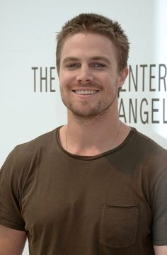 Stephen Amell (Oliver Queen/Green Arrow) from CW's Arrow. THE SMILE ! ❤