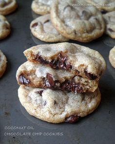**GIVEAWAY CLOSED** If you are as much of a cookie fanatic as me, you have to try these incredibly soft and chewy chocolate chip cookies made with coconut oil. Also enter for a chance to win Organic Virgin Coconut Oil from Tropical Traditions. Just Desserts, Delicious Desserts, Yummy Food, Yummy Appetizers, Coconut Oil Chocolate, Dessert Chocolate, Coconut Sugar, Yummy Treats, Sweet Treats