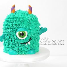 Youtube Cake Decorating, Birthday Cake Decorating, Cake Decorating Techniques, Cake Decorating Tutorials, Monster Inc Cakes, Monster Birthday Cakes, 1st Birthday Cakes, Fondant Animals Tutorial, Monster Decorations
